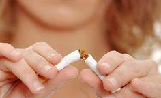 (Zentrum der Gesundheit) - Viele Raucher würden insgeheim nur allzu gerne ihr Laster an den Nagel hängen - wäre da nicht das enorme Suchtpotential des Nikotins. Es beeinflusst ihre Gedanken derart, dass sie häufig selbst davon überzeugt sind, jederzeit problemlos mit dem Rauchen aufhören zu können. Es muss ja nicht sofort sein… Das gibt ihnen auch das Gefühl, eigentlich noch alles unter Kontrolle zu haben. Doch sie wissen ganz genau, dass dem nicht so ist. Daher wollen wir jenen Menschen mit…