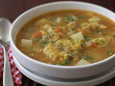 Sopa de Patacones - AntojandoAndo Cuban Recipes, Soup Recipes, Cooking Recipes, Chicken Recipes, Cheap Meals, Easy Meals, Columbian Recipes, Colombian Cuisine, Carribean Food