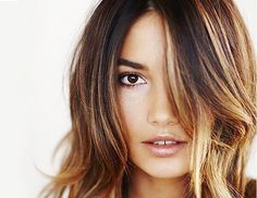 Balayage: More Natural Than Foils? Light Hair Colors 2015 Albert Amin have been painting balayage hair color for at least 12 years. Balayage, the art of hair painting, is taking the country's… Hair Colours 2014, Brown Hair Colors, Hair Color For Warm Skin Tones, New Hair, Your Hair, Hair Colorful, Hair Color Caramel, Caramel Ombre, Caramel Blonde