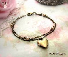 Heart Bracelet Locket with beige pearls and double strand chain in Antique Bronze - Bridesmaid gifts (*Amazon Partner-Link)