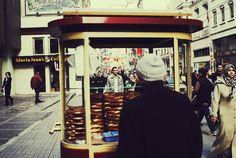 simit vendor in istanbul