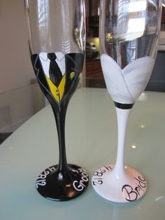 Bride and Groom toasting flutes Hand Painted wedding glass for guests;wedding glass for bride and groom;wedding glass for bridal party Decorated Wine Glasses, Hand Painted Wine Glasses, Diy Wedding Decorations, Wedding Ideas, Table Wedding, Wine Glass Designs, Glitter Glasses, Toasting Flutes, Wedding Glasses