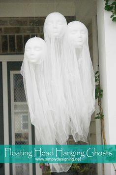 Make this fun DIY Halloween Decorations. Super creepy Floating Head Hanging Ghosts are perfect for any Halloween decor! Dulces Halloween, Soirée Halloween, Adornos Halloween, Halloween Disfraces, Outdoor Halloween, Diy Halloween Decorations, Holidays Halloween, Homemade Halloween, Outdoor Decorations