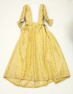 Mantua with closed skirt, ca. 1740; Snowshill Wade Collection, UKNT 1348703