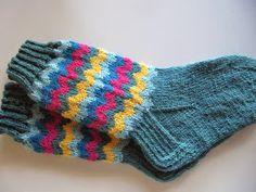 virveriikka: Keväisiä polvekeraitoja Knitting Socks, Knit Socks, Knitting Projects, Mittens, Wool Hats, Gloves, Scarfs, Crochet, Slipper