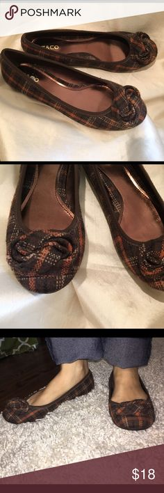 Cute fall flats Cute brown/orange plaid flats with a knot accent.  Never been worn out of the house. Liz & Co Shoes Flats & Loafers