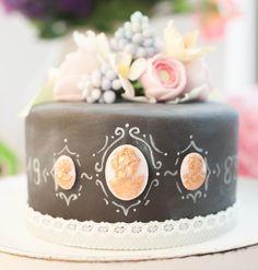 Vintage Frühlingstorte Antik Gemme Bronze Chalkboard   Style deine Torte zum einzigarten Unikat   Wedding Cakes   Hochzeitstorte   Rezepte & Tutorial auf www.kuchenkönigin.de