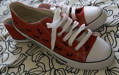 Items similar to Painted Converse-Style ant Sneakers - European Size 44 on Etsy Painted Converse, Painted Sneakers, Running Sneakers, Running Shoes, Converse Style, Ants, Dahlia, Casual Wear, Unique