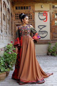 Indian Party Gowns, Afghani Clothes, Stylish Dresses, Formal Dresses, Afghan Dresses, Moroccan Dress, Types Of Dresses, Western Outfits, Traditional Dresses