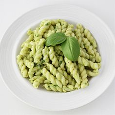 Creamy Avocado Pasta makes for a great lunch or dinner or hot days when served cold!