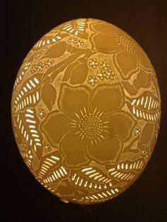 Luminaria feita em casca de ovon de avestruz