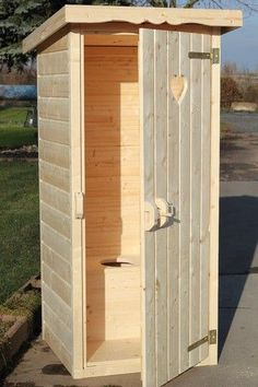 Plumpsklo & Gartentoilette aus Holz - cm x 90 cm x 110 cm) in 2020 Building An Outhouse, House Building, Small Cottage Designs, Outhouse Bathroom, Outdoor Toilet, Backyard House, Outdoor Bathrooms, Composting Toilet, Shed Design