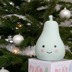 Our little christmas pear!♥ Het liefste cadeautje voor onder de boom deze kerst! Je vind ze in de Live Life Happy shop! Samen met nog veel meer leuke en vrolijke kerstspulletjes! #alittlelovelycompany #nachtlampje #nightlight #pearnightlight #pearlight #peer #peertje #peerlamp #lampje #schattig #vrolijk #kinderkamer #kerst #kerstmis #kerstboom #kerstcadeau #cadeautje