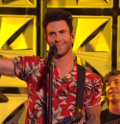 Screencap from tonight's AmexEverydayLive Maroon 5 concert Pop Rock Bands, Cool Bands, Adam Levine, Maroon 5, My Darling, American Singers, Movies And Tv Shows, My Idol, Hawaiian