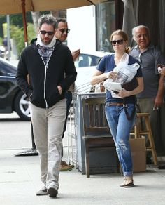Amy Adams 'Her' actress Amy Adams and her partner Darren Le Gallo stop to buy a few magazines after having lunch together at King's Road Caf...