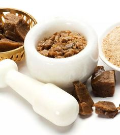 Asafoetida is one of the important kitchen ingredients used in many Indian recipes. Given here are the wonderful benefits of asafoetida powder for health and skin East Indian Food, Indian Foods, Soaked Almonds, Lentil Dishes, Organic Cooking, Gum Arabic, How To Cook Rice, Healthy Vegetables, Indian Food Recipes