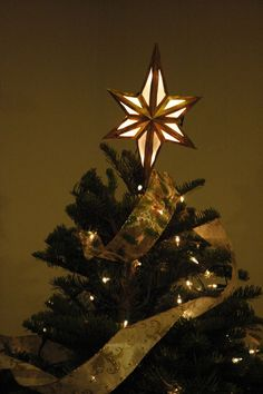 diy Lighted Bethlehem Star tree topper instructions and templates -- so pretty! I think I'd use parchment paper instead of waxed though.