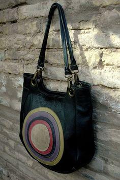 Zwart leren tas met gekleurde cirkels by Kupka via DaWanda