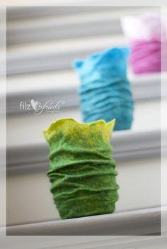 """*Fröhlichbunte Windlichter mit hübschen Falten - garantiert """"bügelfrei"""" ;-)* Jedes Windlicht ist extra dünn gefilzt und gibt ein sehr stimmungsvolles Licht, ob Grün, Türkis oder Lila, das macht..."""