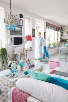 Deze prachtige Ibiza-Chic-Gypsy woonkamer is het nieuw gebouwde huis in Stockholm van de ontwerpster Elina Lethimäkis. Net als ik is ze gek op turquoise.