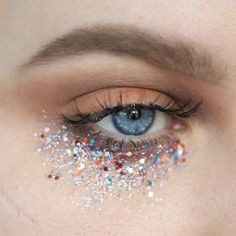 "2,654 Likes, 18 Comments - Dominika (@sune.mua) on Instagram: ""DAY 42 #100daysofmakeupchallenge #makeup #makeuppl #makeuplover #glitter #glittermakeup…"""