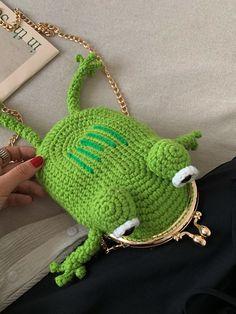 Frog Shaped Braided Crossbody Bag | SHEIN USA Crochet Frog, Cute Crochet, Crochet Crafts, Crochet Projects, Knit Crochet, Crochet Designs, Crochet Patterns, Ideias Diy, Crafty Craft