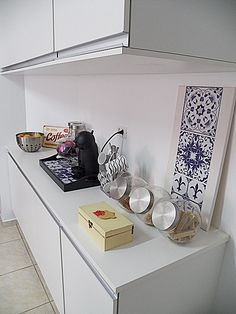 canto do café cozinha Fabiana Tardochi Coffee Nook, Coffee Bar Home, Home Coffee Stations, Coffee Corner, Coffee World, Coffee Places, Upstairs Bedroom, Cafe Bar, Interior Exterior