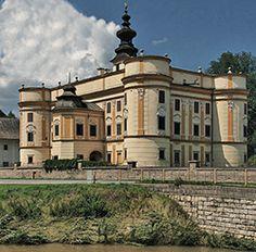 Markusfalvi Máriássy-kastély   1770-ben rokokó stílusban átépítve. Jelenleg értékes bútorkiállítás látható benne. Beautiful Castles, Budapest Hungary, Czech Republic, Palace, Medieval, Explore, Mansions, Landscape, House Styles