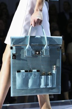 Versace Spring 2015 Ready-to-Wear Accessories Photos - Vogue Versace 2015, Versace Bag, Gianni Versace, Versace Handbags, Fashion Bags, Fashion Accessories, Fashion Purses, Milan Fashion, 1930s Fashion