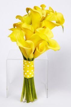 Bouquet de cartuchos amarillos para una boda con colores amarillo. #BodaColorAmarillo