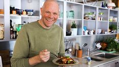 One-layer lasagne recipe - BBC Food Raisin Muffins, Tom Kerridge, Baked Falafel, Lasagne Recipes, Buttermilk Chicken, Eating Before Bed, Vegetable Puree, Healthy People 2020 Goals, Southern Style