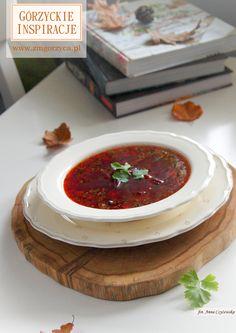 Barszcz czerwony z pieczonych buraków - idealny dodatek do pasztecików z mięsem, a podany z kozim serem lub fetą będzie miłym początkiem udanej kolacji http://zmgorzyca.pl/index.php/pl/kulinarny/przyjecia/399-barszcz-czerwony-5