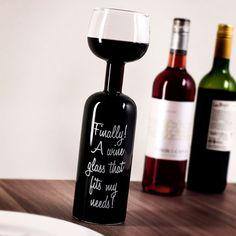 Mit unserem Weinflaschen Glas sparst du dir das lästige Einschenken und kannst endlich vornehm aus der Flasche trinken.