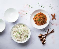 This slow cooker lamb rogan josh curry recipe is the perfect midweek meal. Veggie Recipes, Indian Food Recipes, Beef Recipes, Vegetarian Recipes, Cooking Recipes, Healthy Recipes, Recipies, Vegetarian Barbecue, Vegetarian Cooking