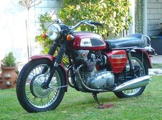 Sharing its roots with the Triumph Trident, the BSA Rocket 3 was a 750cc triple that was designed to extend the model line beyond 650 twins. It was specifically built for the US market, which wante…