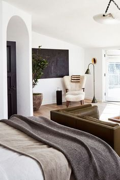 neutral modern bedroom design with sitting area Home Tour: European Elegance in .neutral modern bedroom design with sitting area Home Tour: European Elegance in this LA Abode - Source by ugaham. Decoration Bedroom, Home Decor Bedroom, Master Bedroom, Teen Bedroom, Master Suite, Bedroom Ideas, Modern Bedroom Design, Home Interior Design, Interior Livingroom