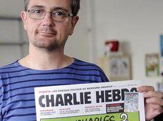 """Stephane Charbonnier alias Charb, Herausgeber und Zeichner von """"Charlie Hebdo"""", zeigt eine Titelseite seiner Zeitung. RIP!"""