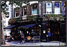 En Londres los pubs se elevan a la categoría de institución social, y te recomendamos frecuentarlos!!