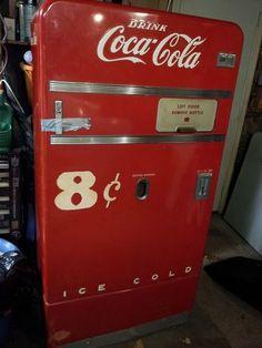 1953 Coca Cola Vending Machine Vendo V 83 Vintage Unrestored Coca Cola Cooler, Coca Cola Ad, World Of Coca Cola, Coca Cola Bottles, Soda Vending Machine, Coke Machine, Vending Machines, Cocoa Cola, Sodas