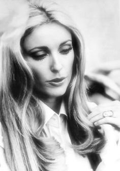 Sharon photographed on the set of 12 + 1 in London in March Beautiful Mind, Most Beautiful Women, Sharon Tate Crime Scene, Classic Hollywood, Old Hollywood, 60s Icons, Roman Polanski, Hollywood Actresses, Movie Stars