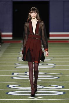 Welcome to Tommy Hilfiger. Classic, American cool style since a modern twist on tradition, reinventing the fashion icons of prep, nautical, sport and rock-n-roll for today. Wool Tights, Tommy Hilfiger Fashion, Runway Fashion, Fashion 2015, Fashion Ideas, Cool Style, My Style, Fall Winter 2015, I Dress