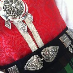 Bunaden er på, og solen skinner!  #bunad #nordmørsbunad#17mai HippHippHurra Folk Costume, Costumes, Bracelet Watch, Tags, Bracelets, Norway, Accessories, Instagram, Jewelry