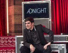"""O ano de 2016 foi de novidades nas madrugadas da Globo. É que o canal estreou o """"Adnight"""", o prometido talk-show de Marcelo Adnet, que começou no canal sem"""