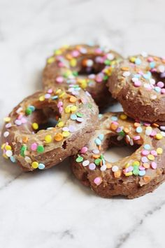 Doggie Donuts Diy Dog Treats, Homemade Dog Treats, Healthy Dog Treats, Yummy Treats, Dog Biscuit Recipes, Dog Treat Recipes, Dog Food Recipes, Donut Icing, Making Donuts