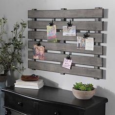 Find a special space on your walls for our Gray Wood Pallet Clip Collage Frame! This frame's clip design lets you easily personalize your photo display! Pallet Wall Decor, Diy Pallet Furniture, Diy Furniture Projects, Diy Pallet Projects, Wood Projects, Pallet Office Ideas, Ideas For Wood Pallets, Diy Projects With Pallets, Pallet Diy Easy