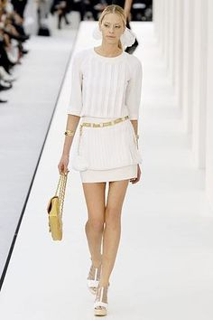 LOVE this look from Chanel's runway. So fresh, young and classic!