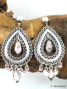 Zilverkleurige oorbellen met roze strass en kralen (hanger) voor maar €6,95 per paar bij Deoorbel.nl