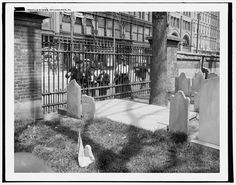 A photo from 1905 of Ben Franklin's tomb, Philadelphia, PA