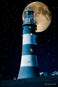 Photo Moonlight Becomes You: Plymouth Hoe Lighthouse by DonDavisUK Lighthouse Pictures, Lighthouse Art, Plymouth Hoe, Plymouth England, Stars Night, Beacon Of Light, Beautiful Moon, Scenery, Around The Worlds