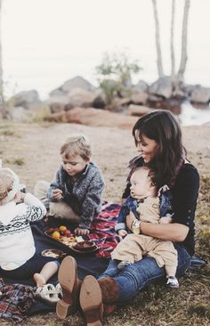 Picnic with the little loves in the desert #myidealmothersday